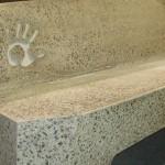 Banc de béton / Peut contenir jusqu'à 30% de Verrox. Conception : Jansen Industrie
